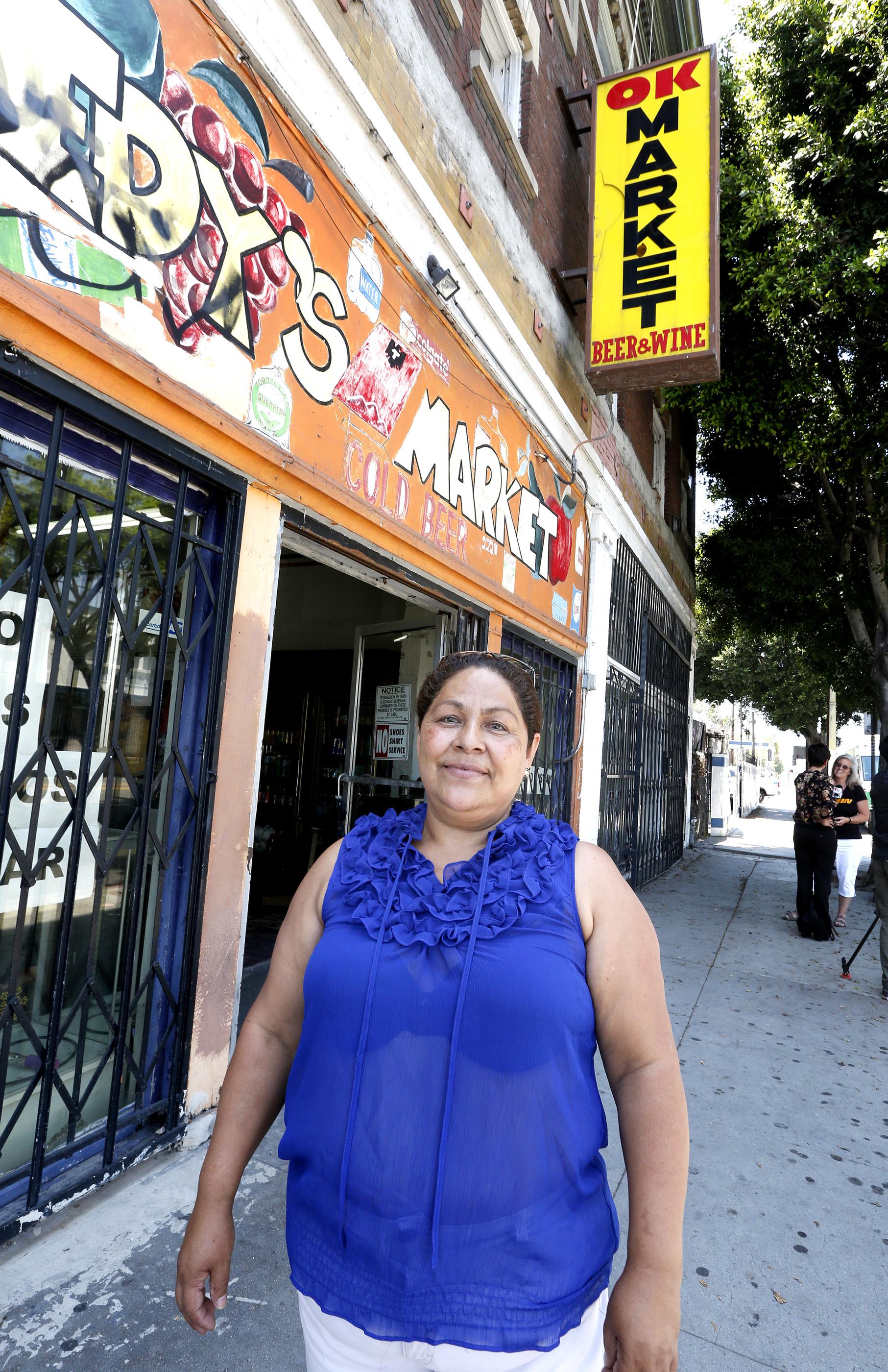 La duena del OK Market Maria Ramirez busca evitar ser desalojada por el nuevo dueño del edificio donde tiene su negocio. (Aurelia Ventura/ La Opinion)