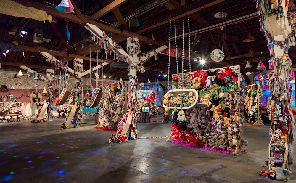 "Installation view of ""Charlemagne Palestine: CCORNUUOORPHANOSSCCOPIAEE AANORPHANSSHHORNOFFPLENTYY,"" 2018, at 356 Mission, Los Angeles. BRICA WILCOX/COURTESY 356 MISSION"